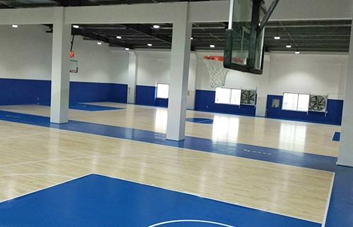 东兴篮球培训球馆运动木地板